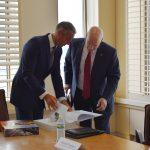 Richard Raši a David Burritt na rokovaní v USA