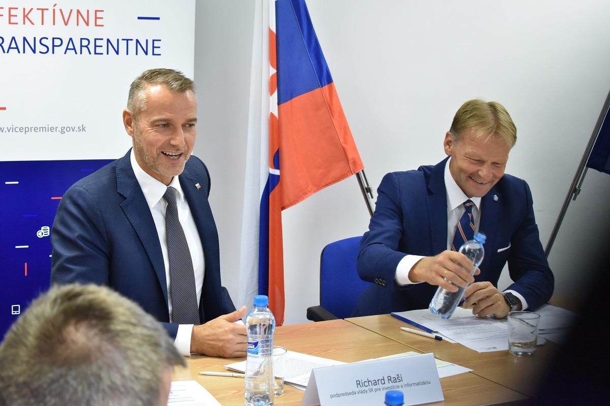 ÚPVII a Európska investičná banka hľadajú možnosti ako priniesť na Slovensko viac investícií