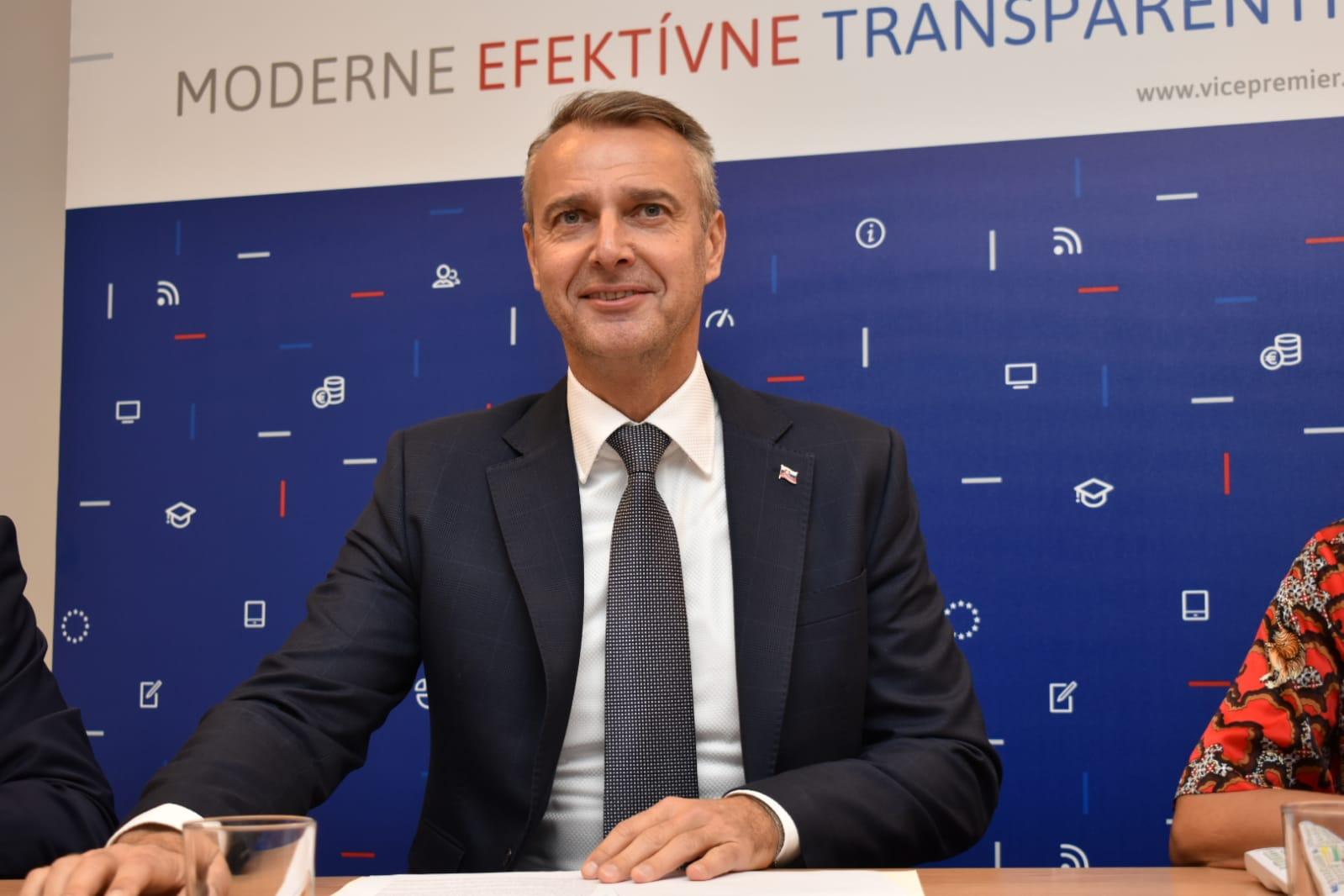 Vicepremiér R. Raši odletel na konferenciu pre udržateľný rozvoj v Bukurešti
