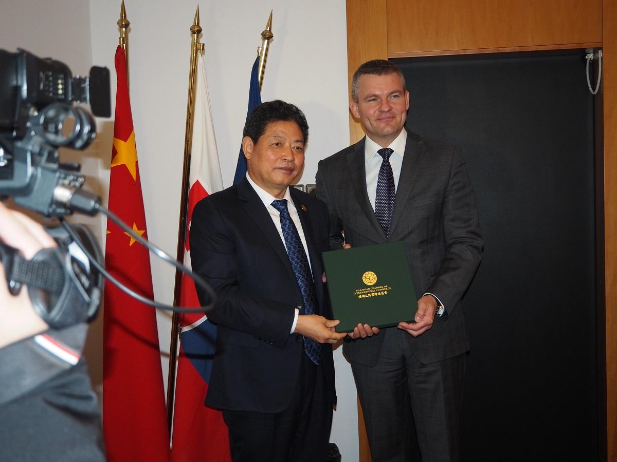 Čína chce investovať na Slovensku – privítali by u nás logistické centrum