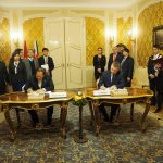 Truong Minh Tuan a Peter Pellegrini podpisujú memorandum
