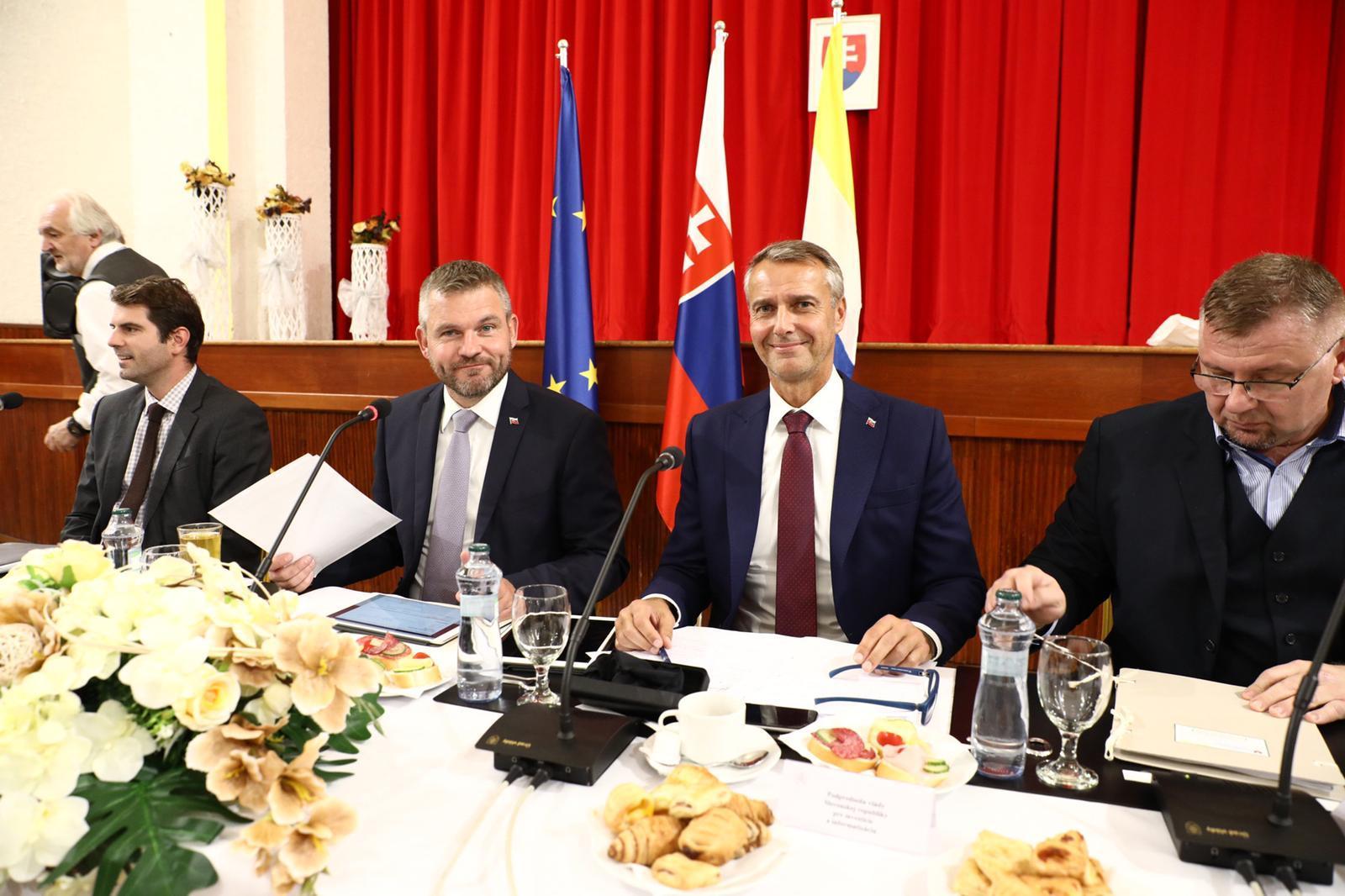 Na rozvoj okresu Kežmarok vláda prispela sumou takmer 1,3 milióna eur, na rozvoj okresu Sobrance sumou viac ako 1,4 milióna eur