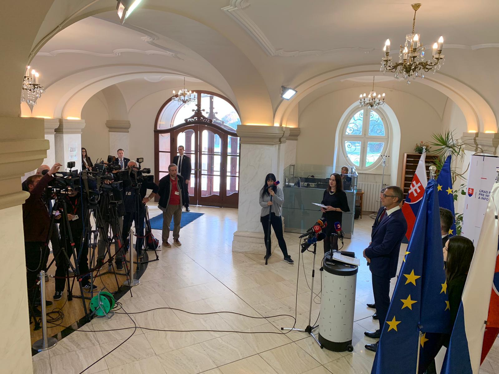 Vicepremiér R. Raši predstavil tretiu vlnu boja proti byrokracii. Zrušením ďalších ôsmich potvrdení a výpisov ľuďom ušetríme 18 miliónov eur ročne