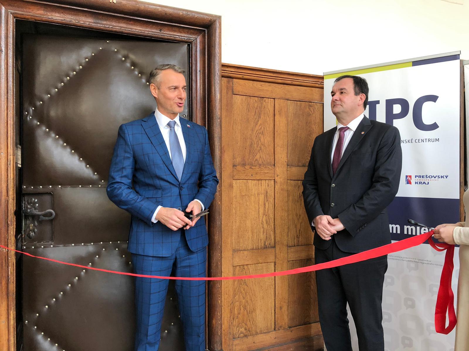 Informačno-poradenské centrum bude pomáhať s čerpaním eurofondov už aj v Humennom