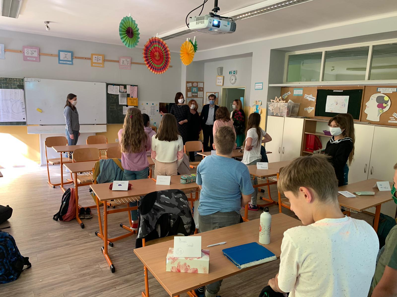 V. Remišová privítala žiakov opäť v škole – vyzdvihla dôležitosť kvalitného online vzdelávania