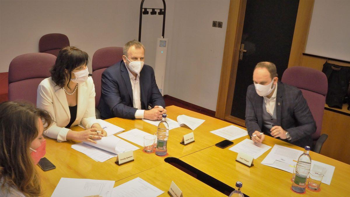 Vicepremiérka Remišová rokovala o eurofondoch so županmi: Regiónom pomôžeme s projektovou prípravou