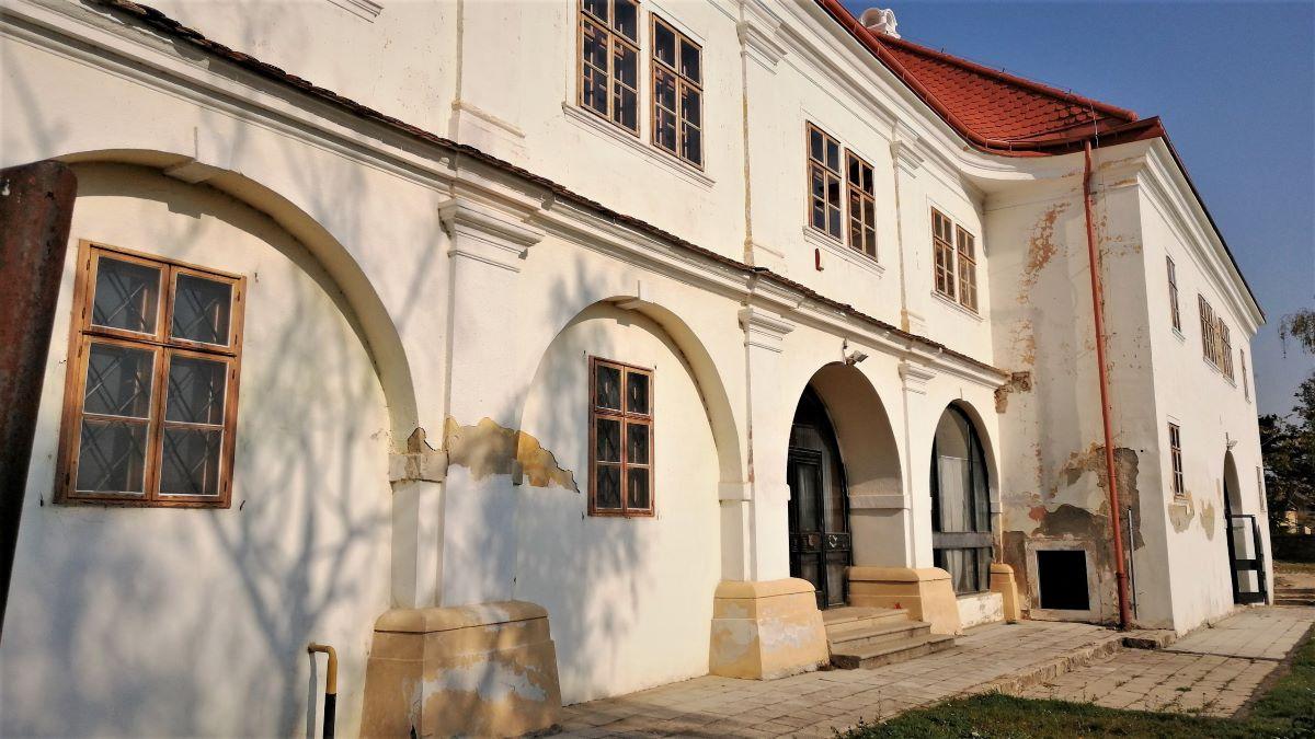 Vicepremiérka Remišová: Na záchranu kaštieľa Draškovičovcov v Čachticiach ide 800 000 €